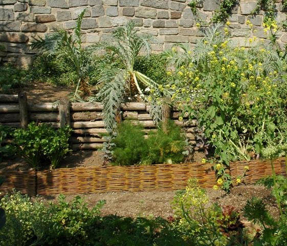 Un anno al giardino medievale di torino l 39 orto e gli for Aiuole in legno
