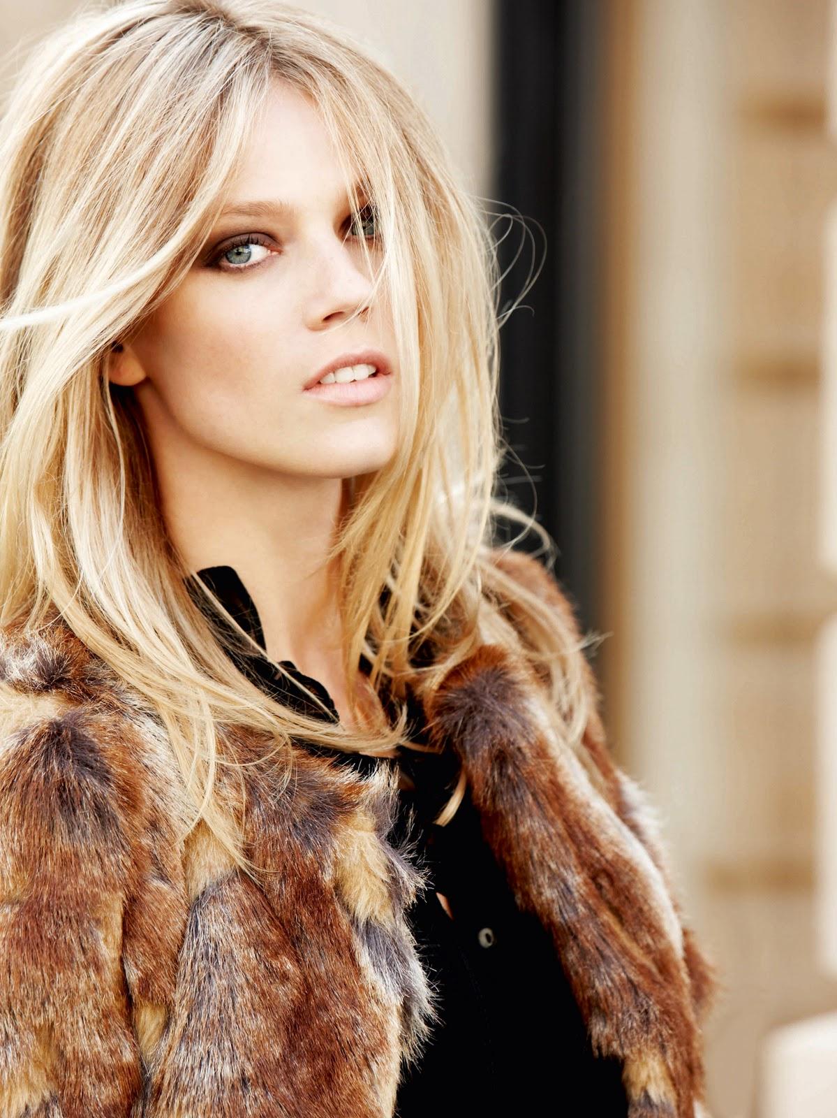 Gorgeous blonde model in masturbation show 7