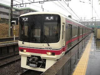 京王電鉄 各停高尾行き 8000系
