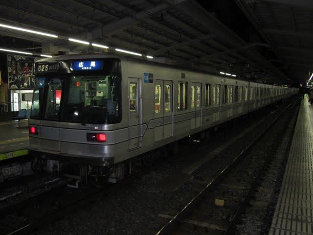 東京メトロ日比谷線 広尾行き 03系幕式5扉(終電3本運行)