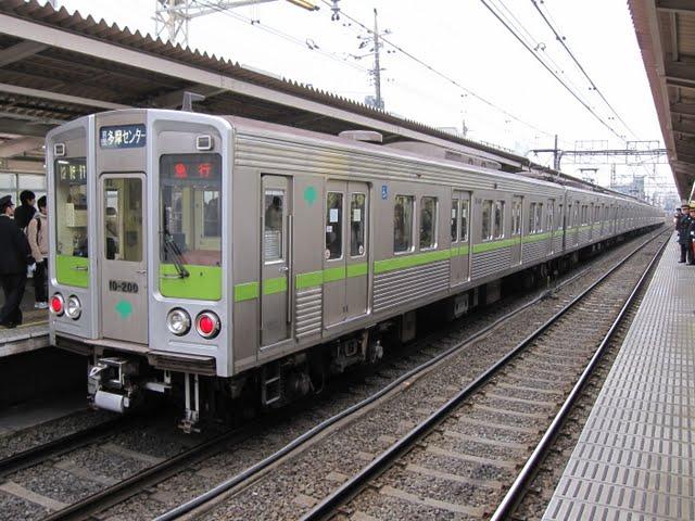 京王電鉄 急行 京王多摩センター行き4 都営10-000形200F(平日1本運行)