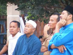 1430/2009 Wak Asren turut hadir... Apa agaknya yang menarik tu ...?