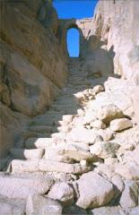 Escaleras a la cima del monte Sinaí