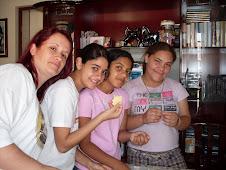 Biscoitinhos para projeto de serviço - Eu, Vanessa, Andressa e Bruna.