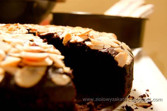 Ciasto czekoladowe. Z kardamonem i migdałami.