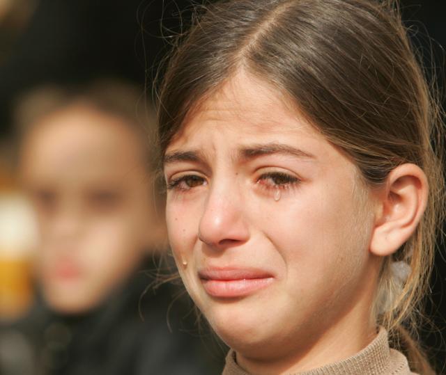 http://1.bp.blogspot.com/_z_9J0R0gSJE/TRKsRhXx90I/AAAAAAAAAZo/bPtLknok9qw/s1600/menangis.jpg