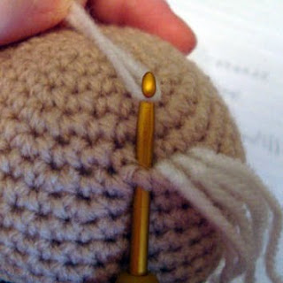 Amigurumi Crochet Hair : Meta Blog Roll: Poner pelo a amigurumi (mejor)