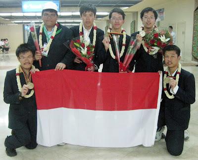 http://1.bp.blogspot.com/_zdLencdeox4/SnhwAUZF1sI/AAAAAAAAAQY/h3SydJ-a1yI/s400/Tim+Olimpiade+Matematika+Indonesia+berhasil+sabet+empat+medali+perunggu+dan+satu+honorable+mention+dalam+ajang+International+Mathematics+Olympiad+(IMO)+ke-50+di+Bremen,+Jerman.+Olimpiade+yang+berl.jpg