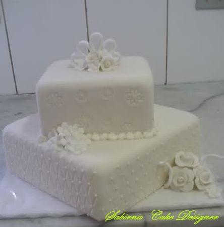Bolo Quadrado De Pasta Americana Sugerido Para Um Casamento Ou Noivado