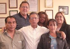 Diosmel Rodriguez - con camisa blanca - y Hector Palacios - con camisa a rayas -.