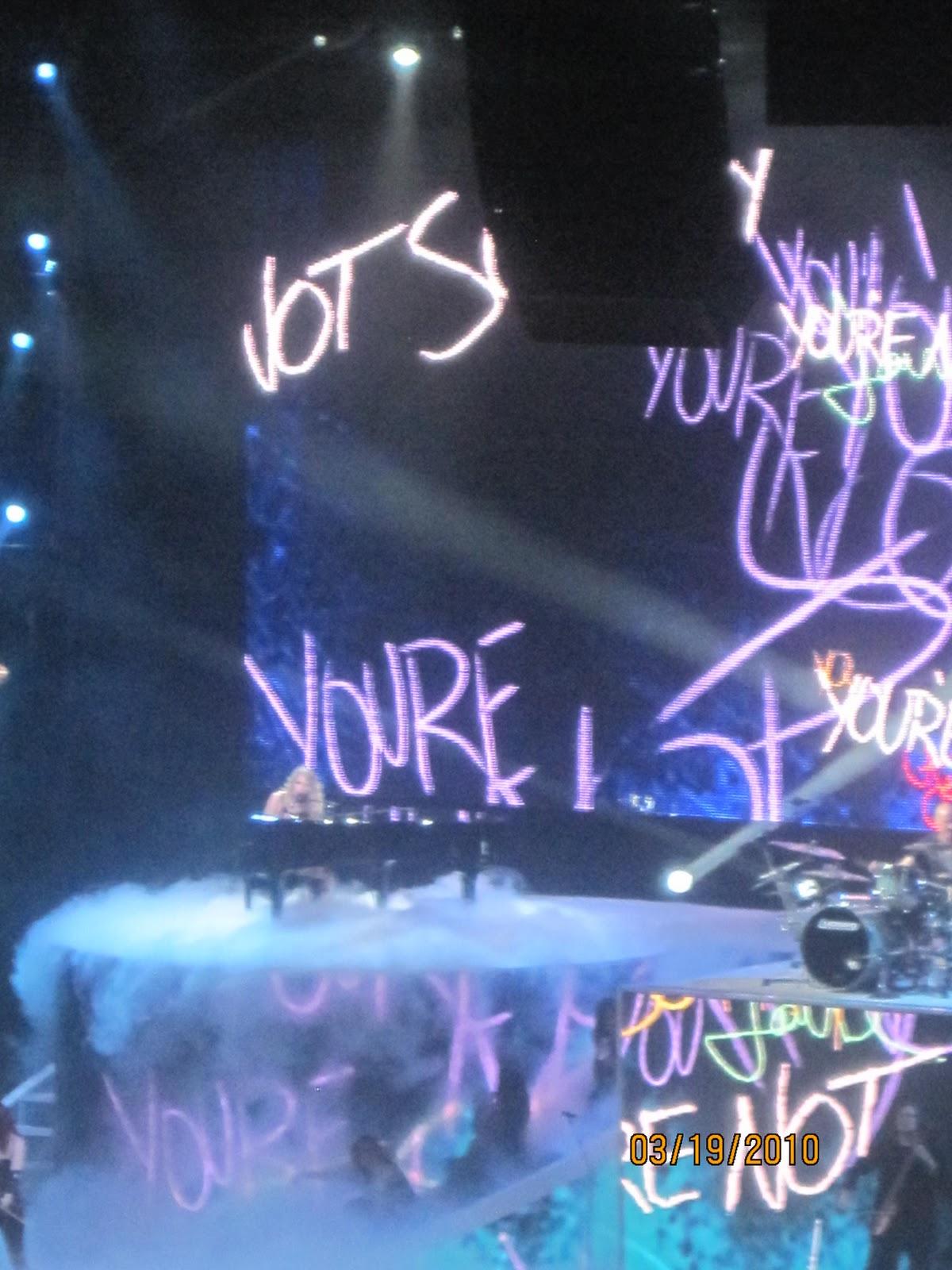 http://1.bp.blogspot.com/_zhQCIcpuWno/TMzwZIl3vOI/AAAAAAAAAs8/uixVCtgUnGM/s1600/Taylor+Swift+Concert+196.jpg