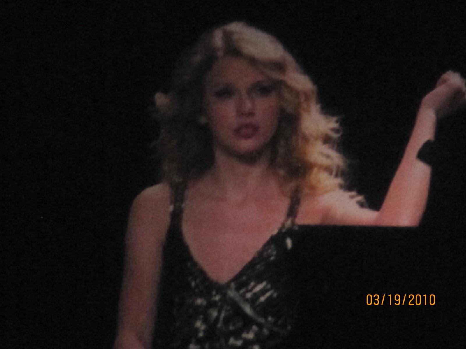http://1.bp.blogspot.com/_zhQCIcpuWno/TMzwfbDWu0I/AAAAAAAAAtA/KR7Hn2u8cX0/s1600/Taylor+Swift+Concert+198.jpg