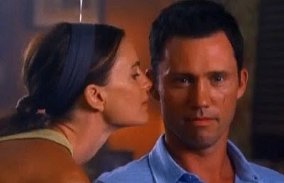 Fiona Gabrielle Anwar Michael Westen Jeffrey Donovan Burn Notice screencaps images photos pictures screengrabs captures