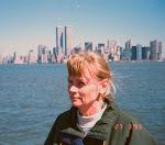 Gunvor med World Trade Center i bakgrunden. Fotot tagit på Gunvors 48-års dag.