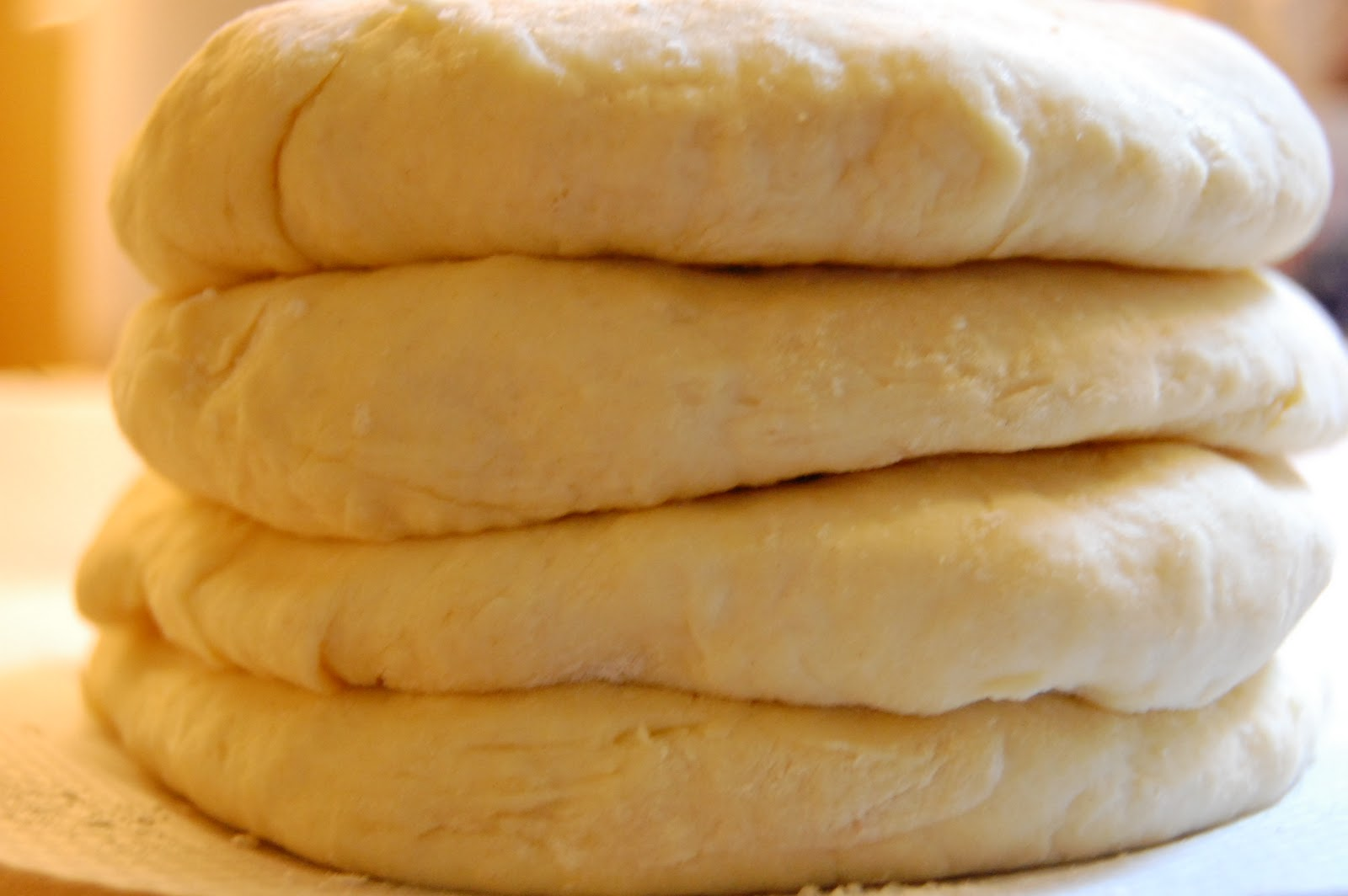 The rounds of dough are cooled for minimum 2 hours