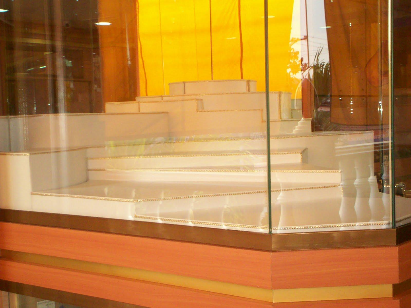 Exhibidores para joyeria decoracion de vitrinas for Decoracion para vitrinas