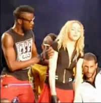 Video: Madonna desmaia em show na Bulgária