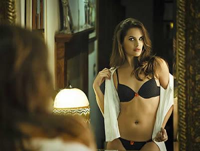 Thiana Bialli: Capa da VIP