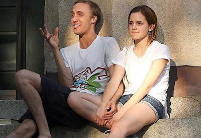 Flagra: Emma Watson flagrada namorado