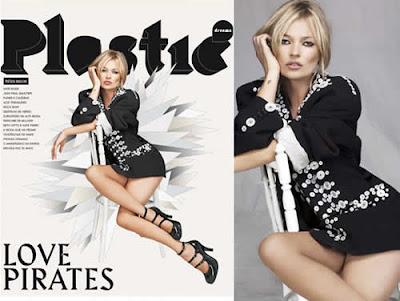 Pernas de Kate Moss em vestido curto