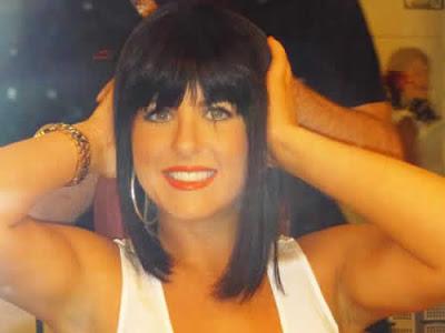Iris Stefanelli de peruca morena