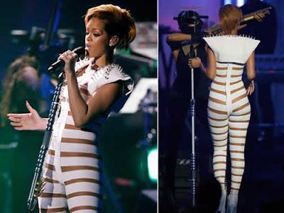 Rihanna: Roupa sexy em show