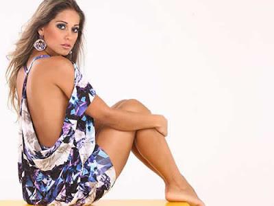 Fotos sexy de Maíra Cardi