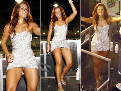 Renata Santos paga calcinha