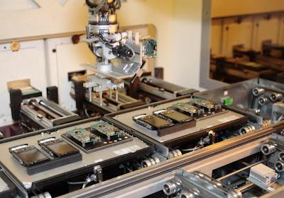 شوفوا التكنولوجيــــا  صور مصنع موبايلات نوكيـــا   فى فنلنـــدا 2010 3