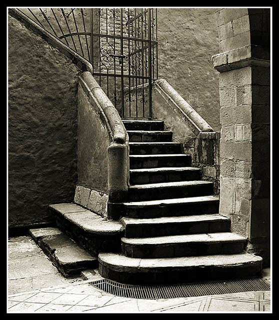 Roca y agua haiku novela breve - Escaleras para sotanos ...