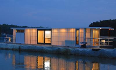 The MetroShip A Modern Luxury Houseboat For K If Its Hip - Modern custom houseboat graphics