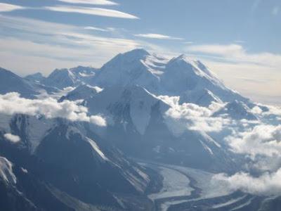 http://1.bp.blogspot.com/_zsVV3uNQpJ4/Sx3XO6DW3yI/AAAAAAAAAgo/h1nB2aVfnnU/s400/p392272-Alaska-Mt_McKinley.jpg