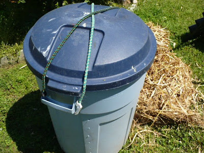 bunji corded garbage can compost tumbler