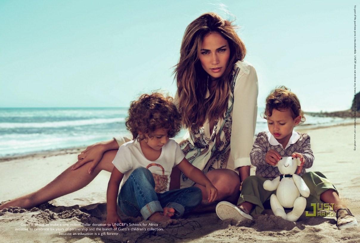 http://1.bp.blogspot.com/_zu28gwOzLNg/TMCkupvhTXI/AAAAAAAAD58/AeOOJ7tVbbU/s1600/jennifer-lopez-twins-gucci-ads-02.jpg