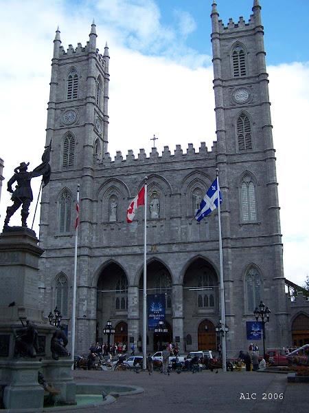 Basilica de Notre Dame En Montreal (exterior)