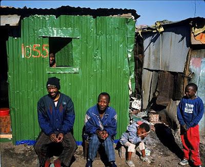 http://1.bp.blogspot.com/_zvCLjsWq_UU/SNhLhaYN-QI/AAAAAAAAAUI/5wmFGO94I3Y/s400/SouthAfrica+poverty.jpg