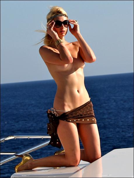 topless paris hilton