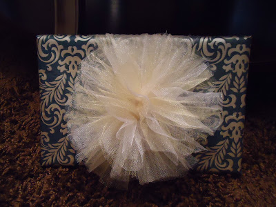 Cute and easy tulle gift wrap bow!