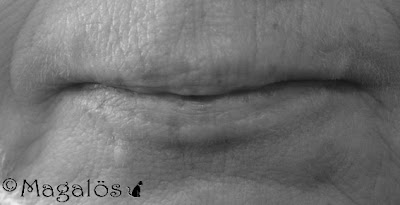 Någons läppar, svart/vit bild