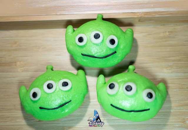 Hong Kong Disneyland, Pixar, 香港迪士尼樂園《反斗奇兵》主題特色小食推介:薯蛋頭先生「番薯糖水慕絲蛋糕」、薯蛋頭太太「紫薯椰香蛋糕」及 綠色部隊「迷你奶黃包」
