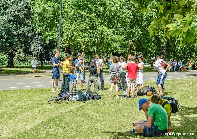 Aula de capoeira no Hyde Park, Londres