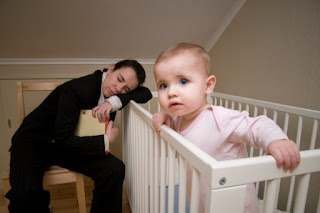 Τέσσερις λόγοι που ξυπνούν τα μωρά τη νύχτα και τι να κάνετε