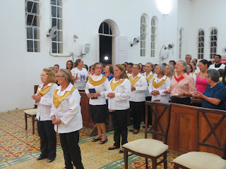Imagens da Santa Missa do domingo de Páscoa em Almino Afonso