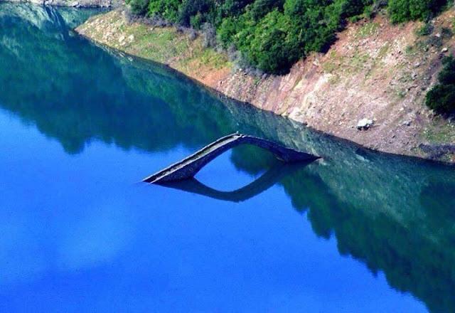 Το πνιγμένο γεφύρι του Μανώλη στα Άγραφα (βίντεο)