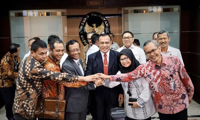 Mahfud Bocorkan Informasi Penting, Komplotan Koruptor Sedang Bersatu untuk Lemahkan KPK
