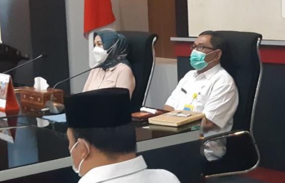 Sekretaris Pemda Lobar bersama Ibu Ketua DPRD Lombok Barat