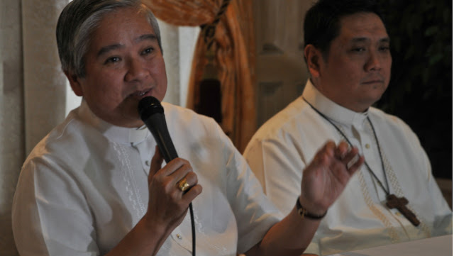 """DLSU Manila Prof on priest's homily about EJK: """"Chenelin lang pala"""""""