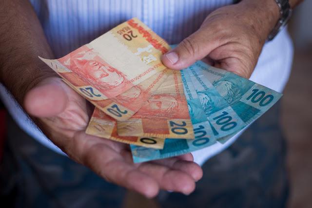 Trabalhou em 2018? Saiba como receber até R$ 1.045 do abono salarial
