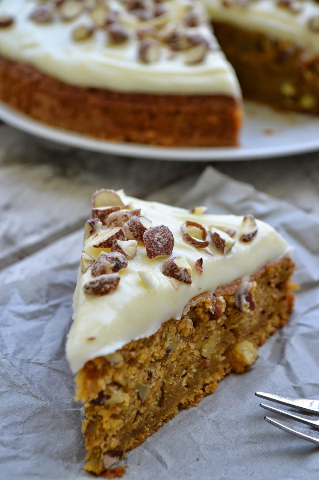 Carrot Cake Mit Gebrannten Mandeln Und Frosting The Recipe Suitcase
