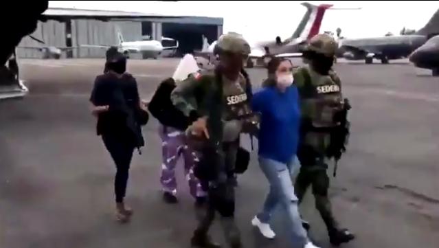 """VIDEO.- Fuerzas Especiales capturan a """"La Teniente"""" una de las líderes mas sangrientas del CDN temida por propios Halcones del Cátel del Noreste"""